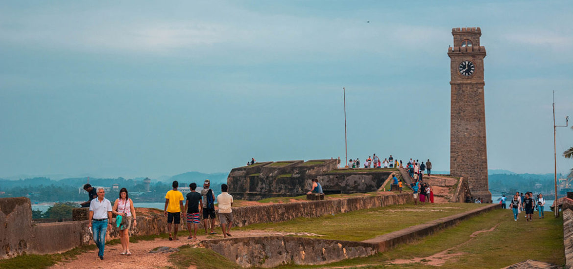 Walking around the Galle Fort and Lighthouse